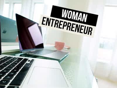 coffee macbook woman entrepreneur